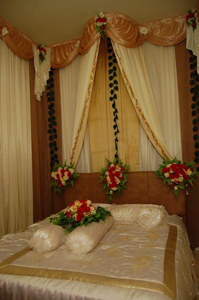 kamar pengantin dengan bunga