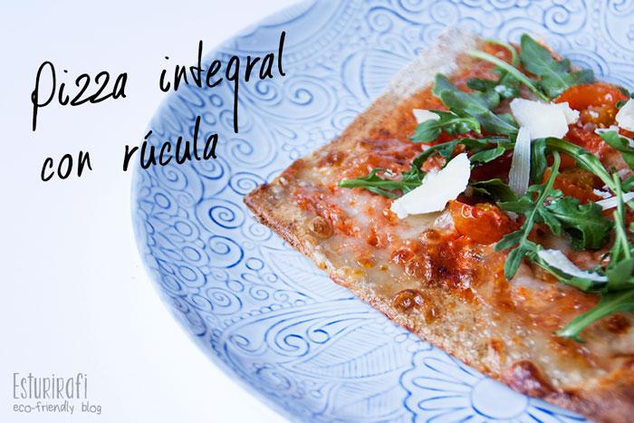pizza integral con rúcula, mozzarella, tomates cherry