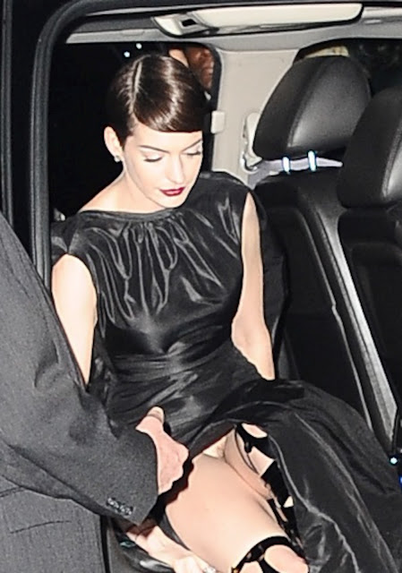Pantyless Anne Hathaway