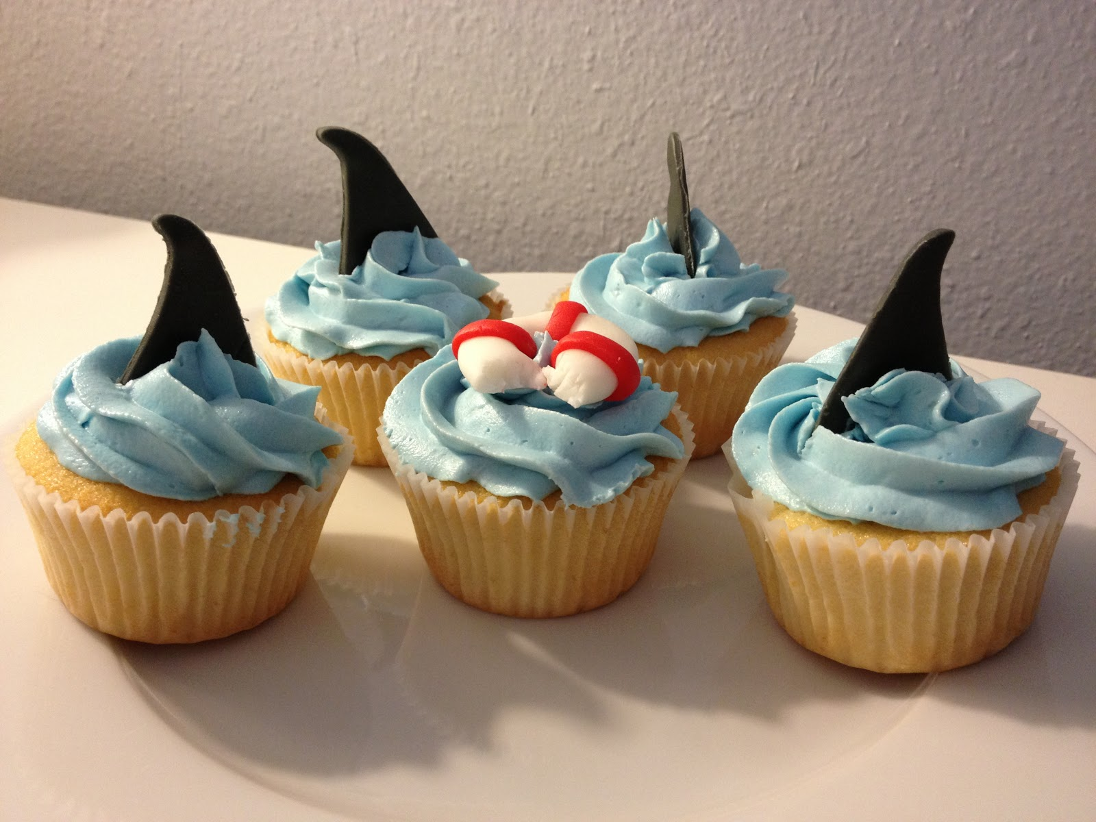 how to make shark fin cupcakes