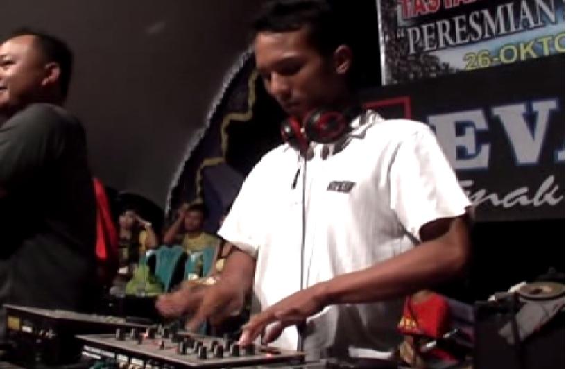 Live show revanza musik dangdut for House musik dj