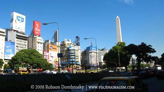 obelisco na avenida 9 de julho em buenos aires