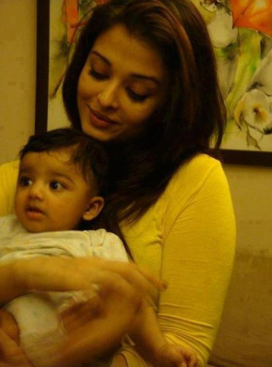 Aishwariya rai bachan with her daughter images