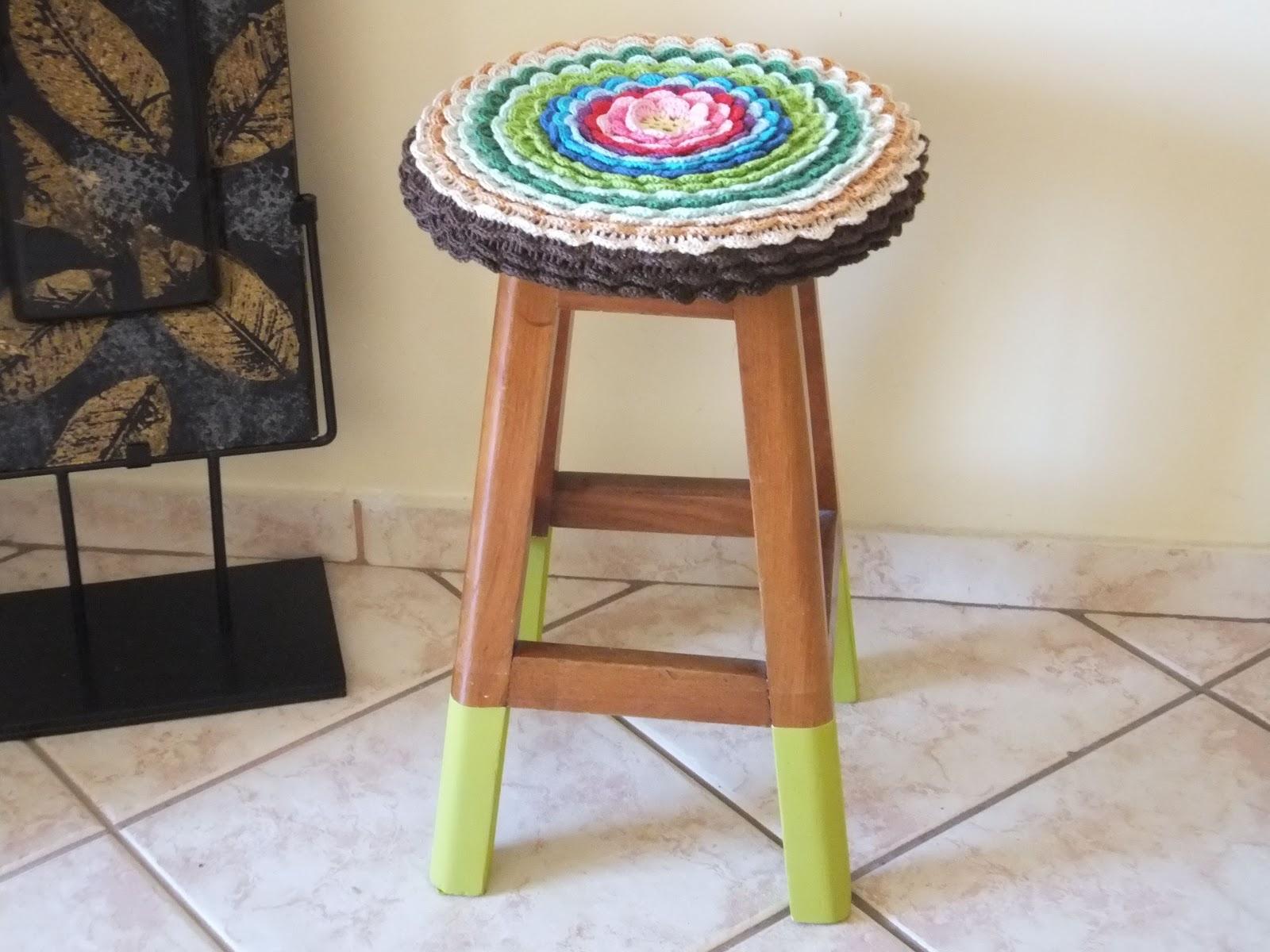 Monkeys Lucky: Crochê tinta e banquinho de madeira #905D3B 1600x1200