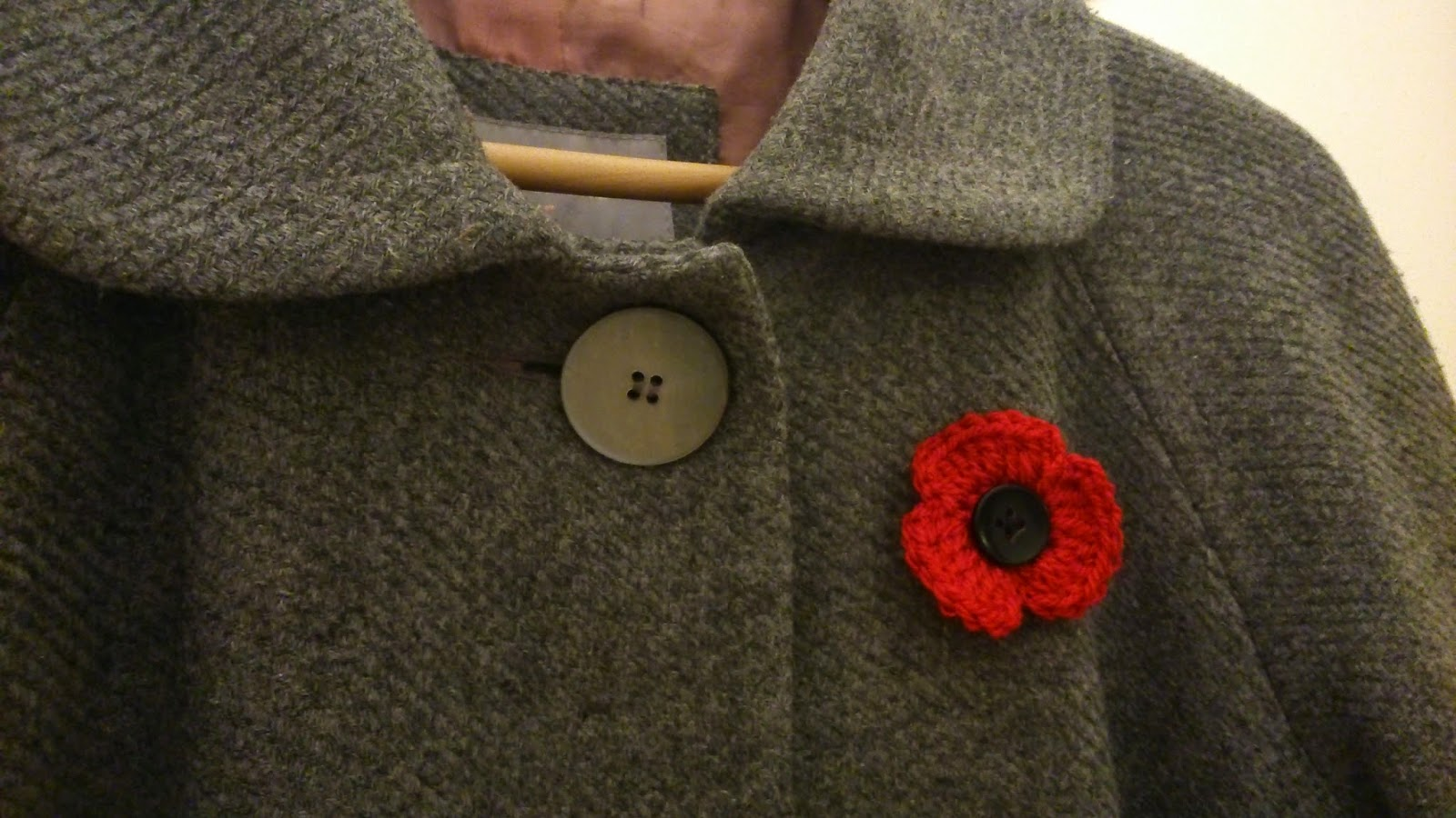 Easy Knitting Patterns For Baby Booties : Eight-by-Six: knit or crochet a poppy (Remembrance Day 2014)