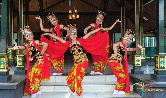 Seni tari di Indonesia - Article - Plimbi Social ...