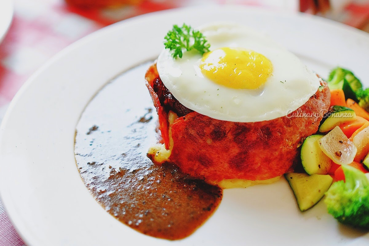 Tornados – tenderloin wrapped in bacon, topped with sunny side up egg, served with mashed potatoes, mix vegetables and black pepper / mushroom sauce