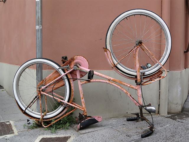 Upside down bicycle, Via Ernesto Rossi, Livorno