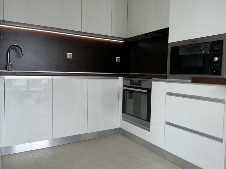 Кухня гланц бяла 2