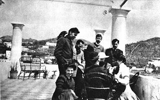 Partida de ajedrez de Lenin con Gorki (1908) - publicado por el blog Revolución Cultural V.+I.+Lenin,+a+guest+of+A.+M.+Gorky.+Playing+chess+with+A.+A.+Bogdanov..