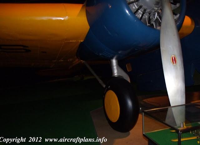 Martin B-10 landing gear