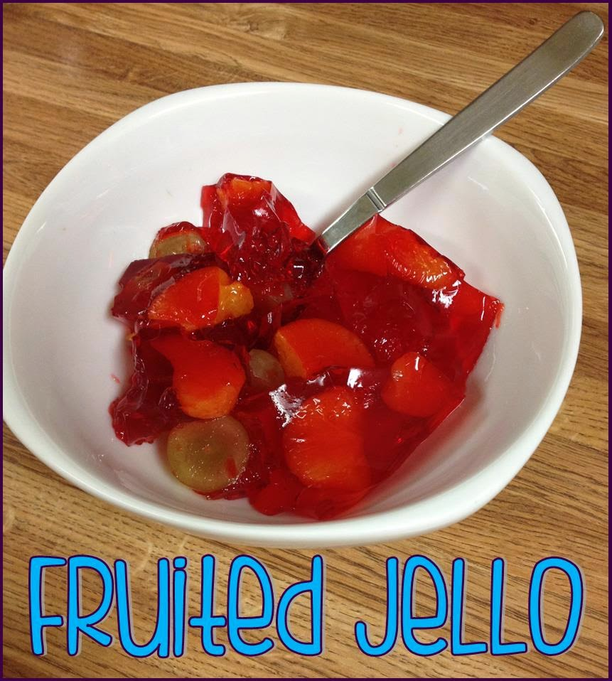 Fruited jello, a cool crisp snack for summer ~ Life in Random Bits #recipe #weightwatchers