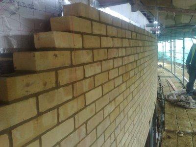 El maestro de obras xavier valderas construir un muro de ladrillos - Precio de ladrillos huecos del 12 ...