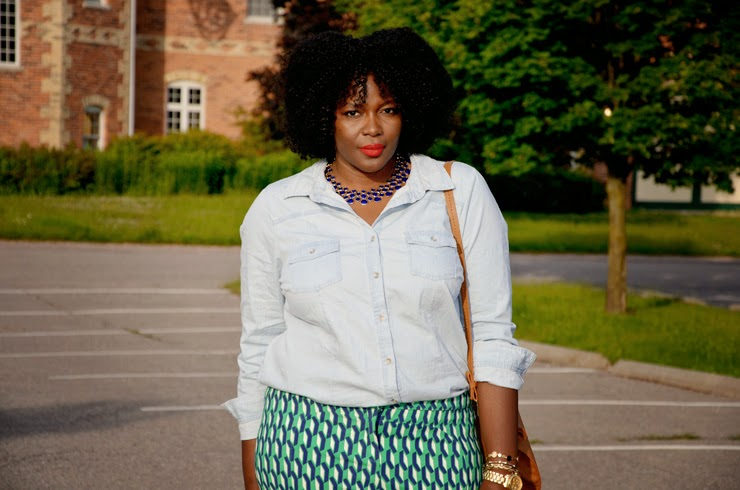 Plus size Style inspiration: printed pants + Chambray shirt