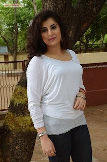 Actress-Veda-Latest-Stills-at-Kamala-Tho-Naa-Prayanam-Movie-Launch
