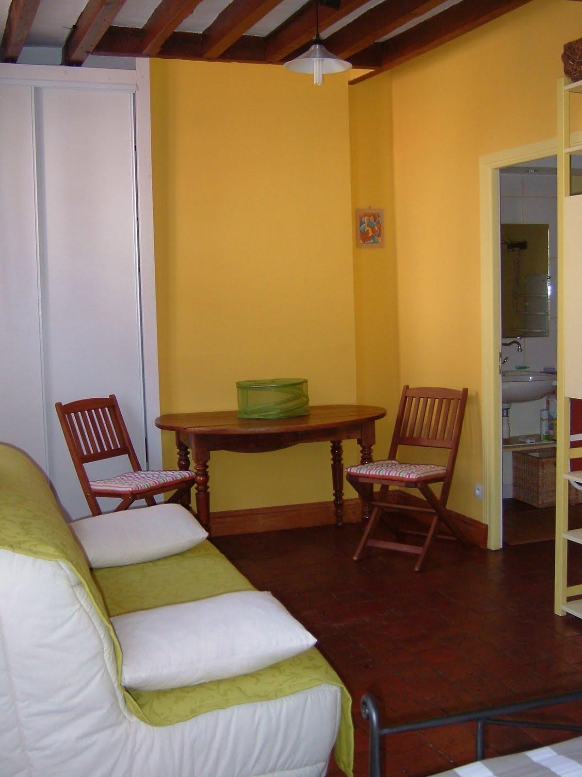chambre d 39 h tes bourgogne la chambre du bas. Black Bedroom Furniture Sets. Home Design Ideas