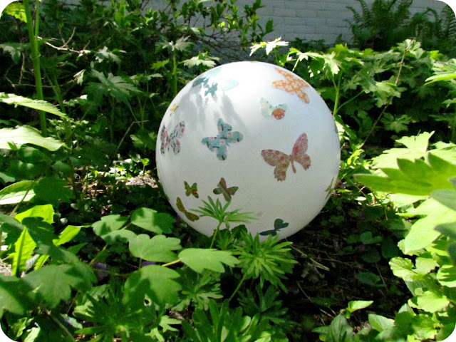 Garden Gazing Ball, How to make a garden ball, how to make a gazing ball, light fixture recycle, Make your own garden ornaments, Mod Podge, Butterflies
