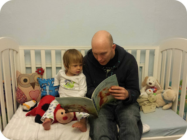 bedtime story with daddy, bedtime story, toddler bed, cot to bed