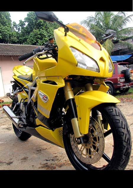 Gambar Modifikasi motor Honda Tiger Ala MV Agusta title=