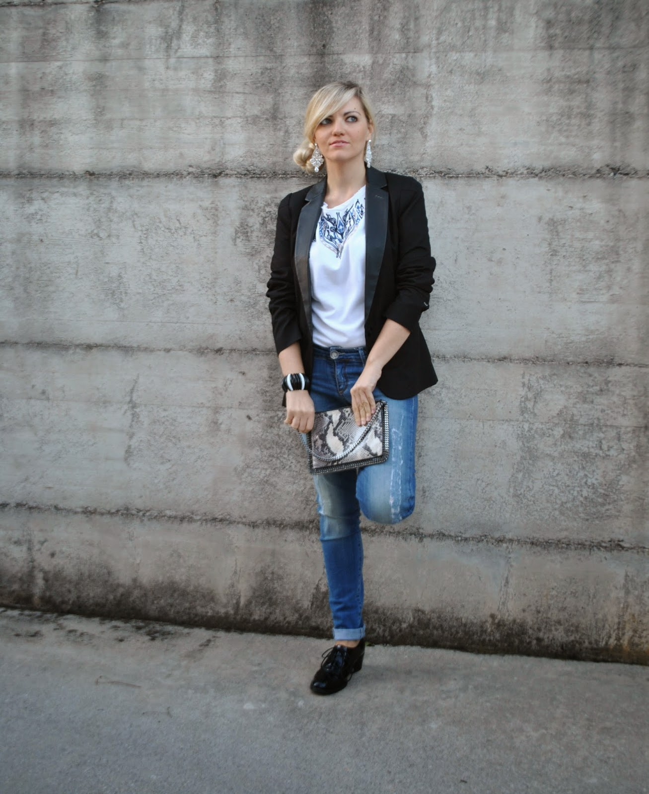 outfit jeans giacca nera con reverse in pelle felpa ricamata e stringate lucide maschili jeans fornarina borsa falabella stella mccartney scarpe stringate abbinamenti scarpe stringate come indossare le scarpe stringate outfit giacca maschili come indossare la giacca maschili outfit jeans skinny e felpa ricamata orecchini majique bianchi acconciatura chignon lateral fashion blogger italiane fashion blogger bionde fashion blogger milano mariafelicia magno mariafelicia magno fashion blogger colorblock by felym majique london earrings falabella bag how to wear lace uo shoes outfit autunnali outfit ottobre 2014 outfit manlike