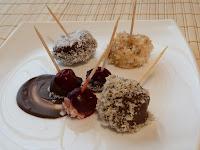 Fructe trase in ciocolata cu nuci si cocos
