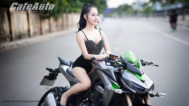 Người đẹp gợi cảm đọ dáng cùng Kawasaki Z1000 4