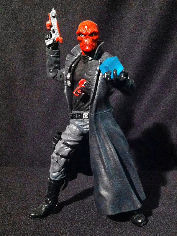 Figurepix marvel legends red skull red skull uses a body sculpt previously used for ultimate nick fury though with the repaint i think he looks fine he comes with 2 unique pistols and the voltagebd Gallery