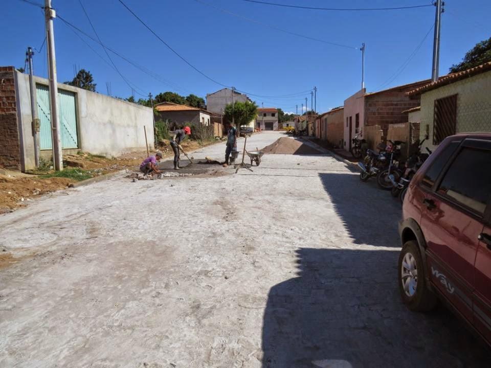 Gentio do Ouro - Pavimentação da Rua João Brandão