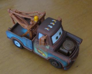 maqueta en miniatura de la grua de Pixar Cars Tow Mate Mater