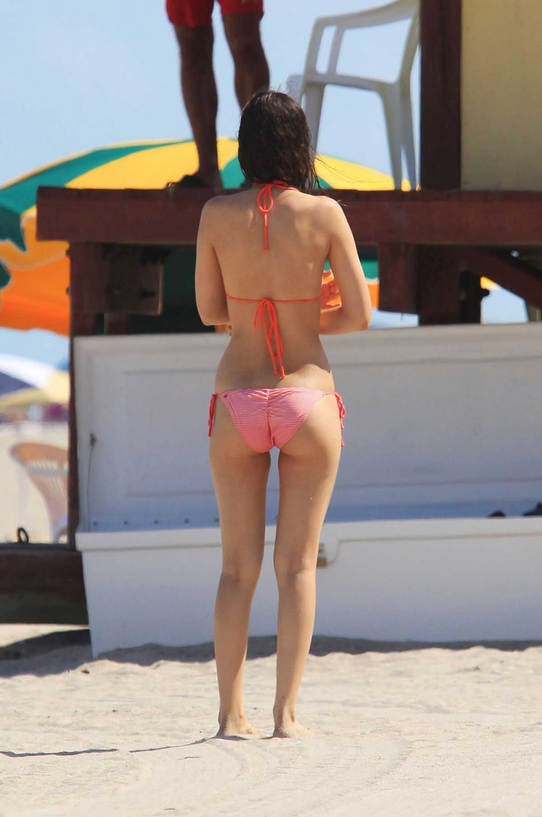 Candid amazing bubble butt ass cheeks tan thighs tiny shorts