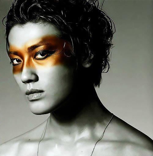 http://3.bp.blogspot.com/-H5TQ6qidZDw/Ugt7otzBO8I/AAAAAAAAJpI/jx9f5_rQMlQ/s1600/%5BBOOKLET%5D+Jin+Akanishi+-+Hey+What%27s+Up+(10).jpg