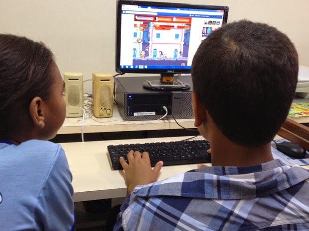 Crianças se divertem durante lançamento do jogo em Salvador (Foto: Ruan Melo/ G1)