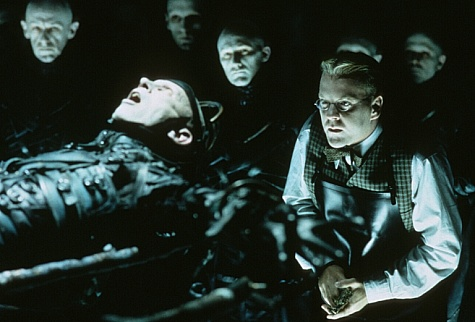 Kiefer Sutherland Dark City 1998 movieloversreviews.blogspot.com