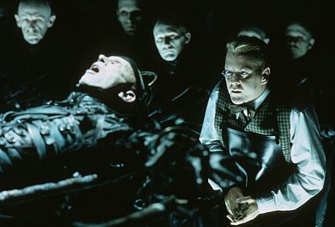 Kiefer Sutherland Dark City 1998 movieloversreviews.blogspot.com