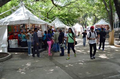 Feria_del_libro_de_caracas_escritores_conversaron_sobre_el_libro_la_lectura_ y_la_escritura_videos