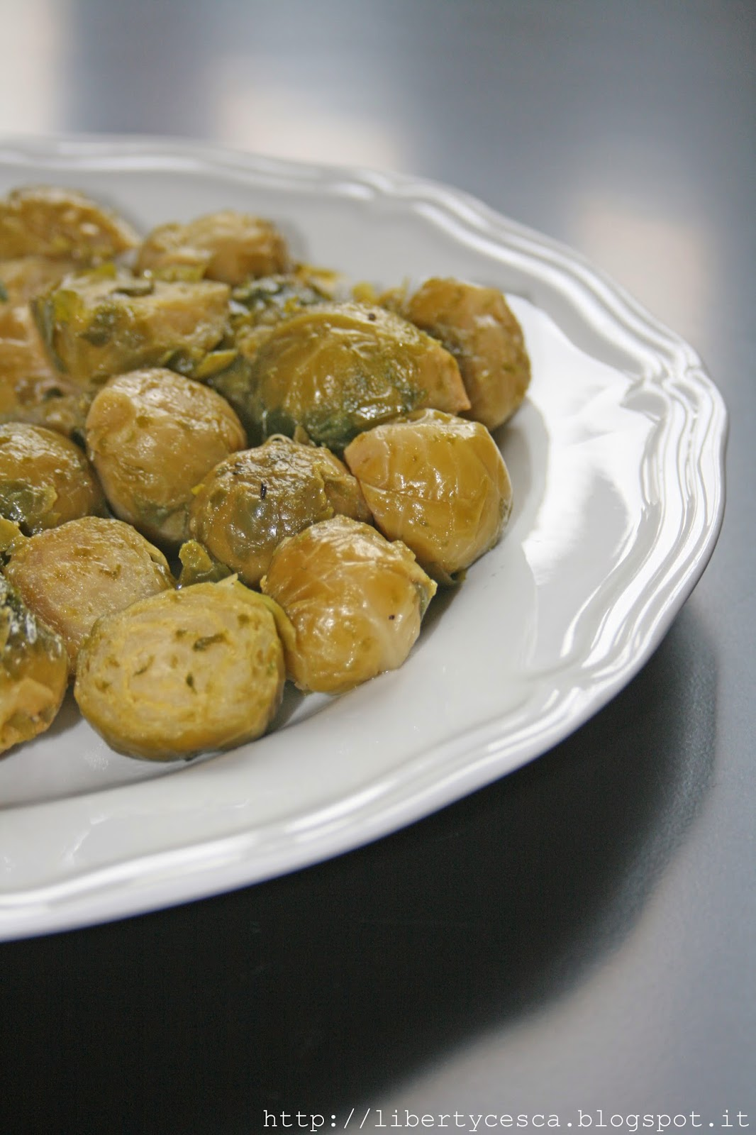 cavoletti di bruxelles con aglio, olio e peperoncino