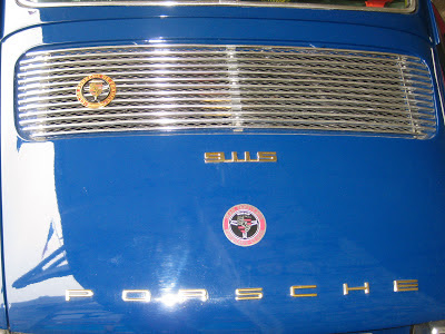 Une 911 2,2S de 1970... voilà un capot que l'on aime bien suivre!