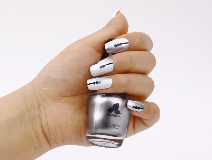 Sara nail chic nail art white silver with black line chic nail art white silver with black line prinsesfo Images
