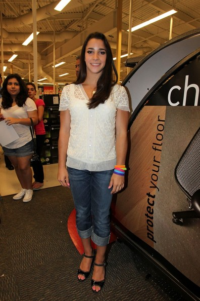 Alyraismanfans october 2012 dress like aly office depot meet and greet aly raismans outfit m4hsunfo