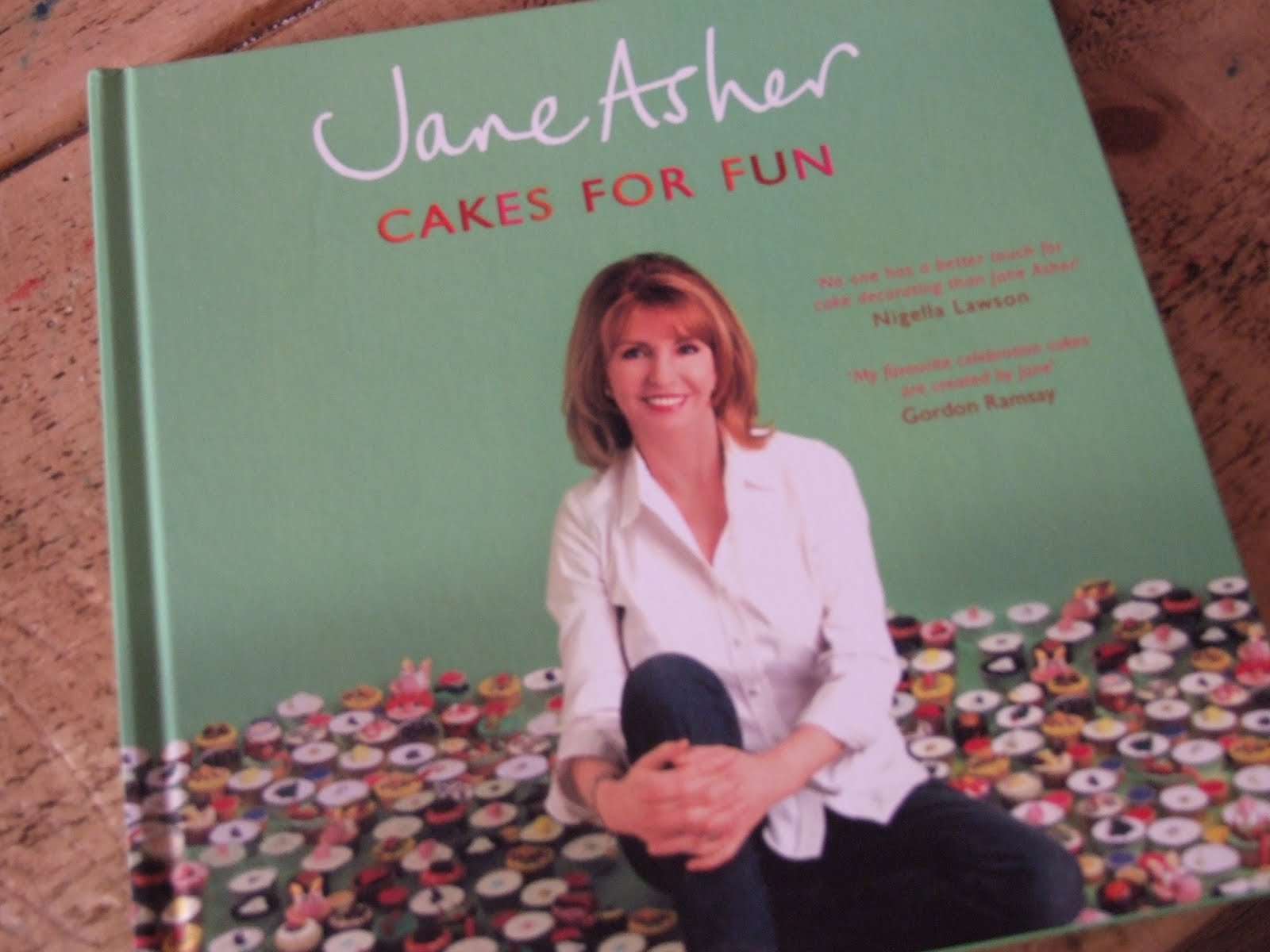 Jane Asher Cake Decorating Books : THE CUPCAKE QUEEN: Signed Copy of Jane Asher Cake Book ...