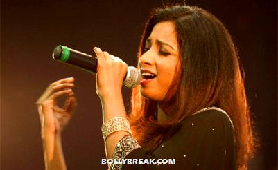 shreya ghoshal singing with mike in hand - (3) - shreya ghoshal Hot Pics