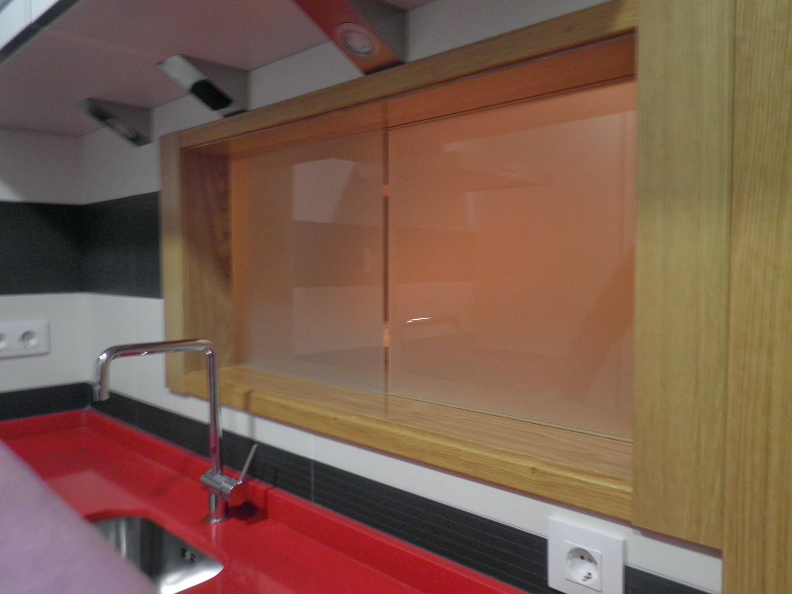 Interiorismo y decoracion lola torga cocina integrada y - Pasaplatos cocina ...