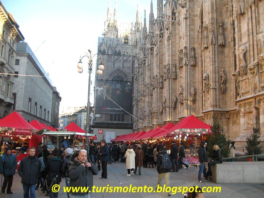 turismo lento: milano, mercatino di natale in piazza duomo