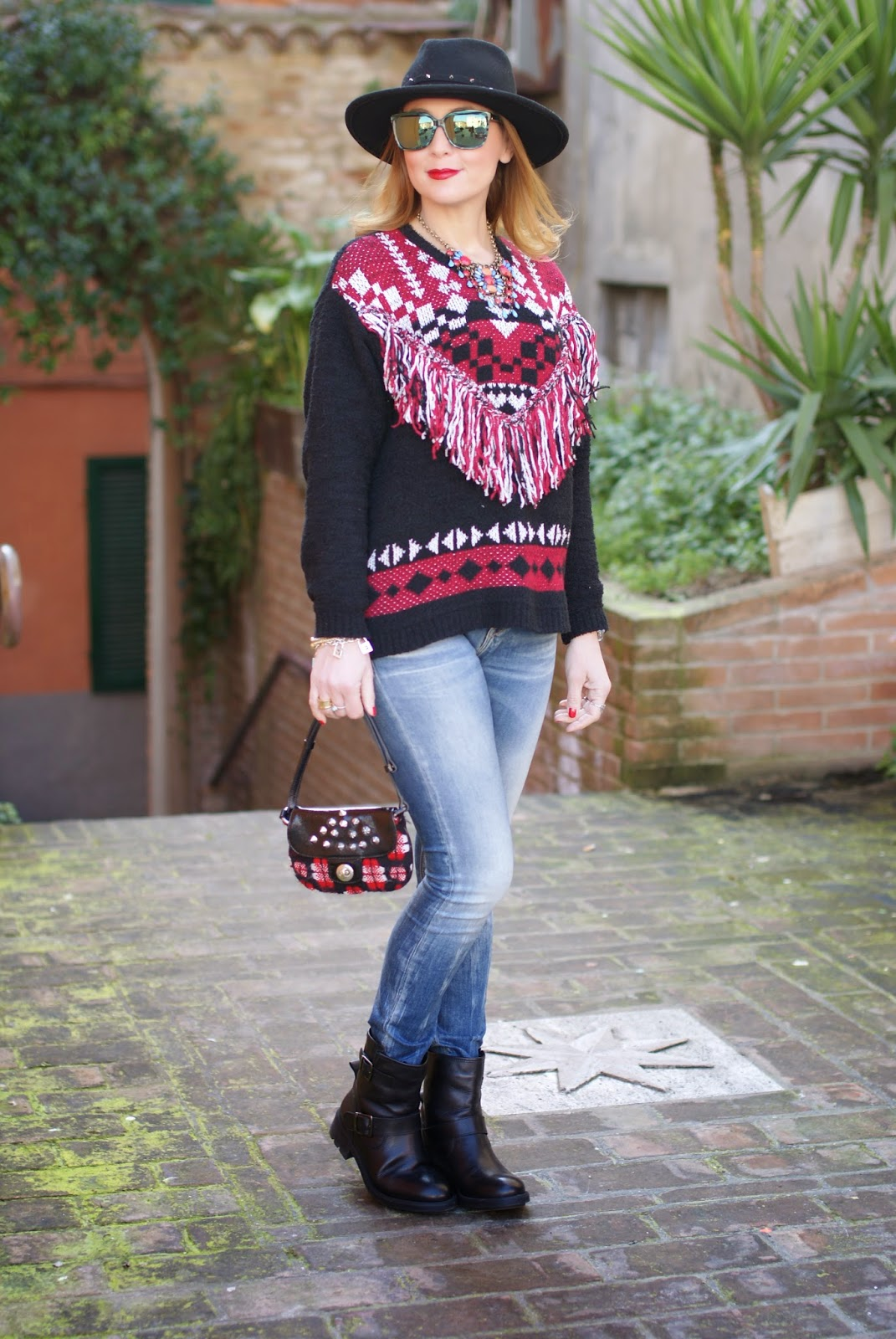 Ethnic fringed sweater from Monki, Replay skinny jeans, casual ethic look on Fashion and Cookies fashion blog, fashion blogger