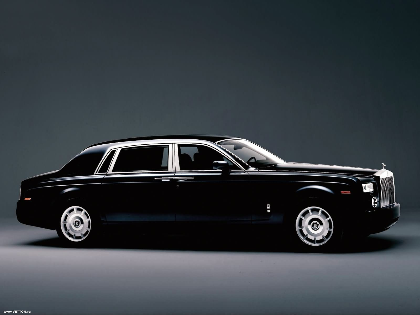 wallpapershdsize royal royals car wallpapers latest 2011 hd wallpapers. Black Bedroom Furniture Sets. Home Design Ideas