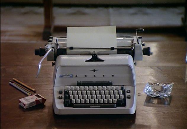 macchina da scrivere Adler in Shining