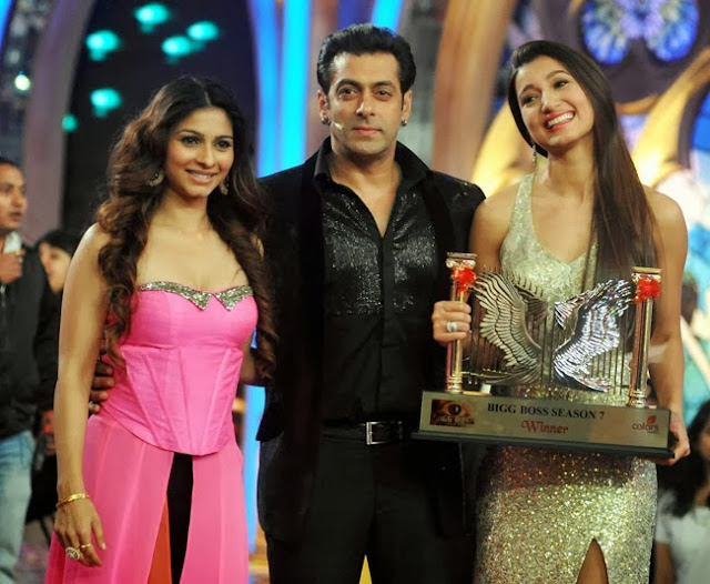 Bigg Boss 7 finale winner Gauhar Khan and runner-up Tanisha Mukherjee with Salman Khan