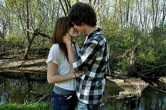 Cute Boys Kissing Girls