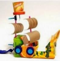 http://manualidadesparaninos.biz/barco-pirata-reciclable/