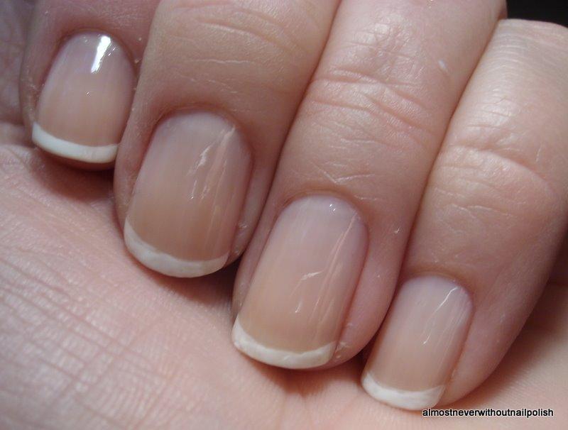 fransk manikyr korta naglar